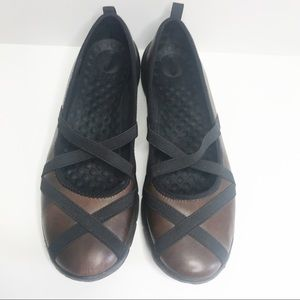 Clarks Privo brown leather flats
